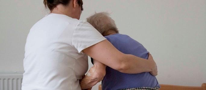 Loi relative à l'adaptation de la société au vieillissement, quelles avancées pour les proches aidants et aidants familiaux ?